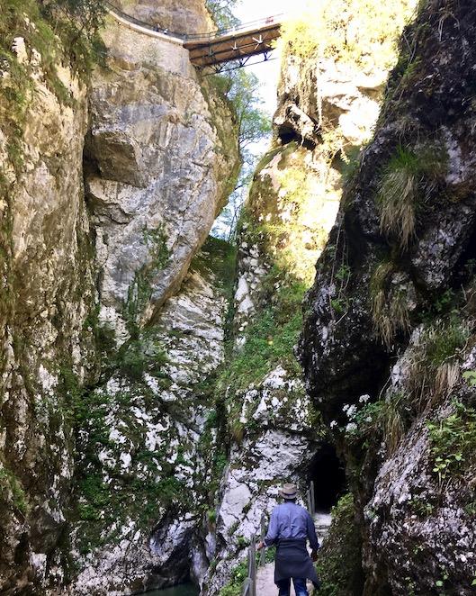 Tolmin Klamm unten eng oben Brücke zum Ausgang