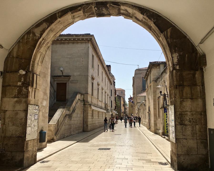 Zadar Altstadt Dalmatien Kroatien Venezianisches Stadttor in Zadar Kroatien