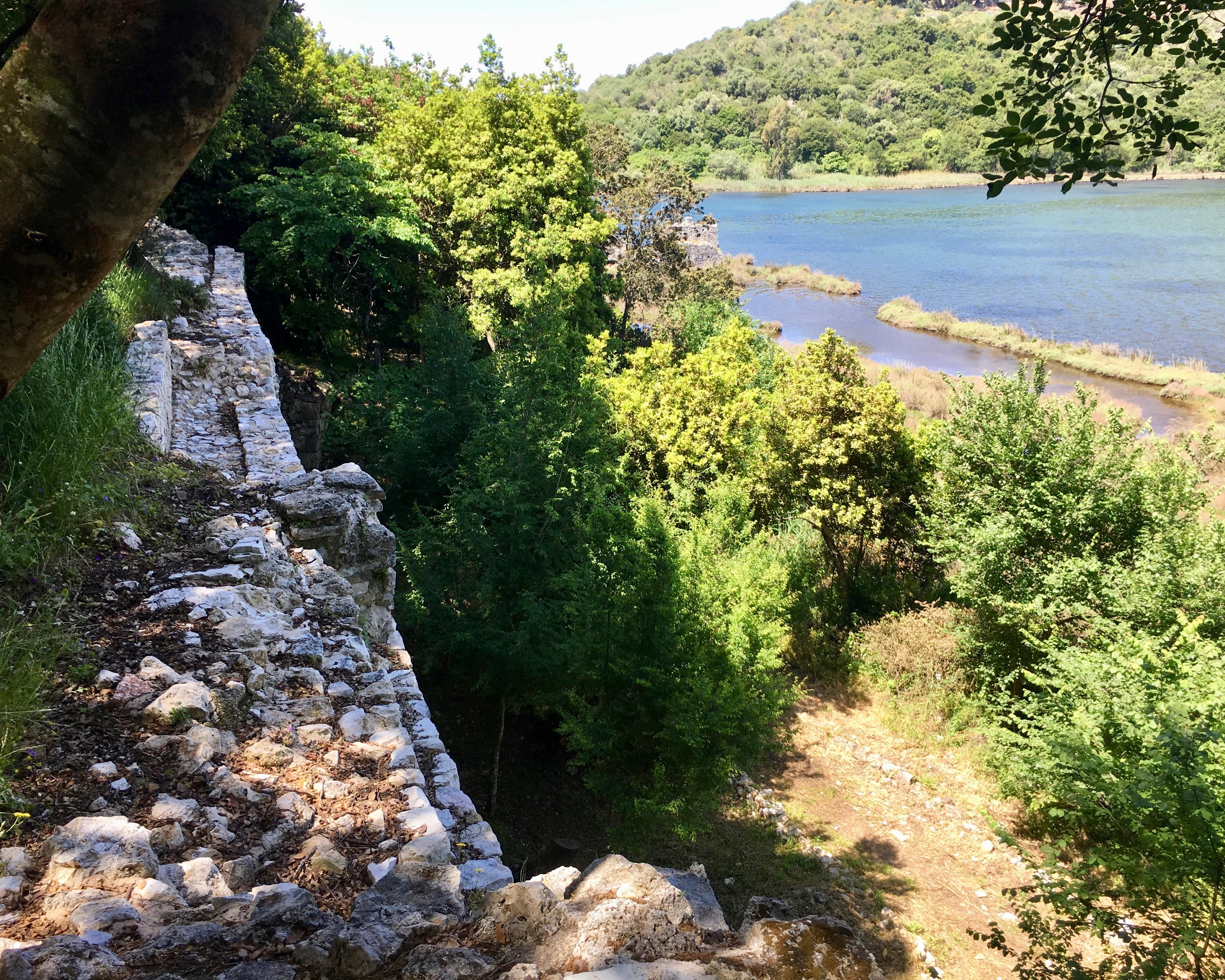 Äußerer Stadtmauerring am ehemaligen Hafen Butrint Albanien