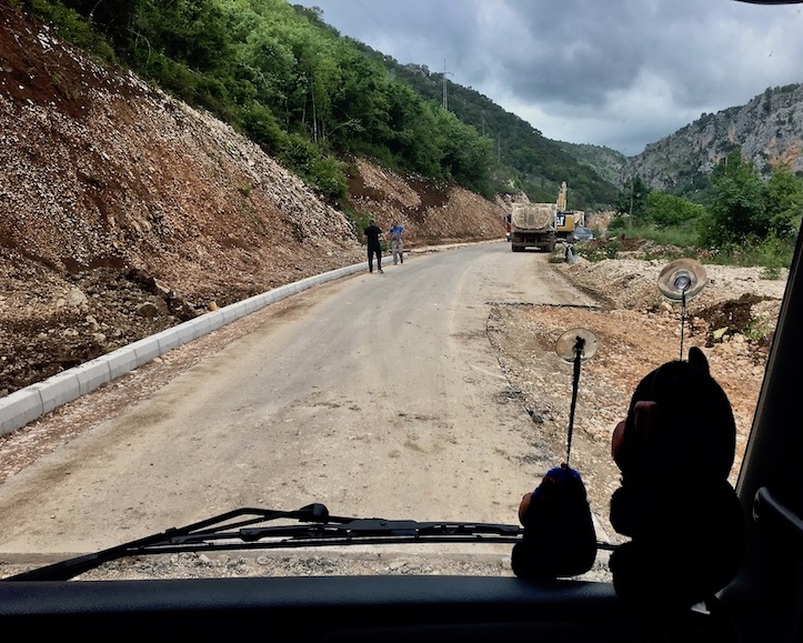 Übergang neue und alte Straße in Montenegro