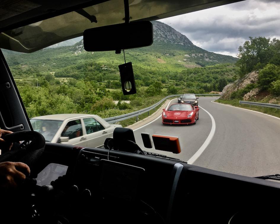 Albanischer Gegenverkehr