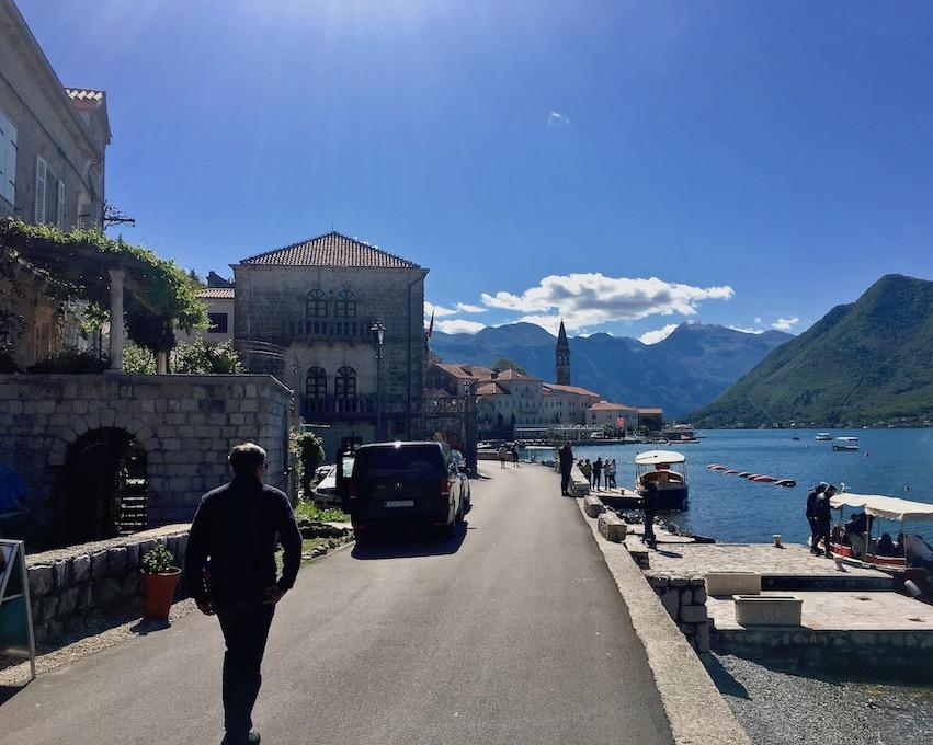 Anleger der Ausflugsboote zur Insel Gospa Kotor-Bucht Montenegro