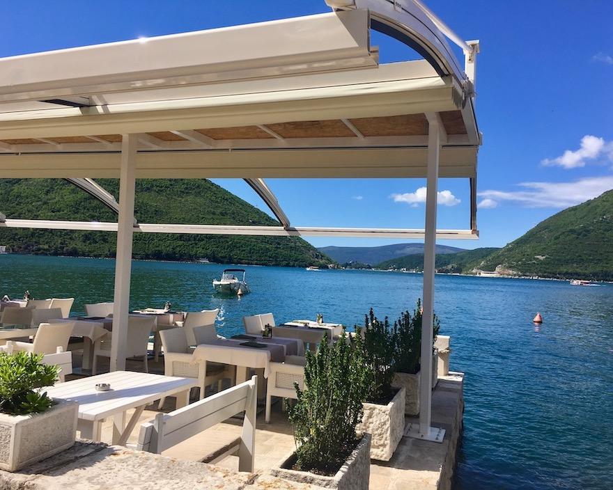 Außen Restaurant Grand Perast in Perast an Kotor-Bucht