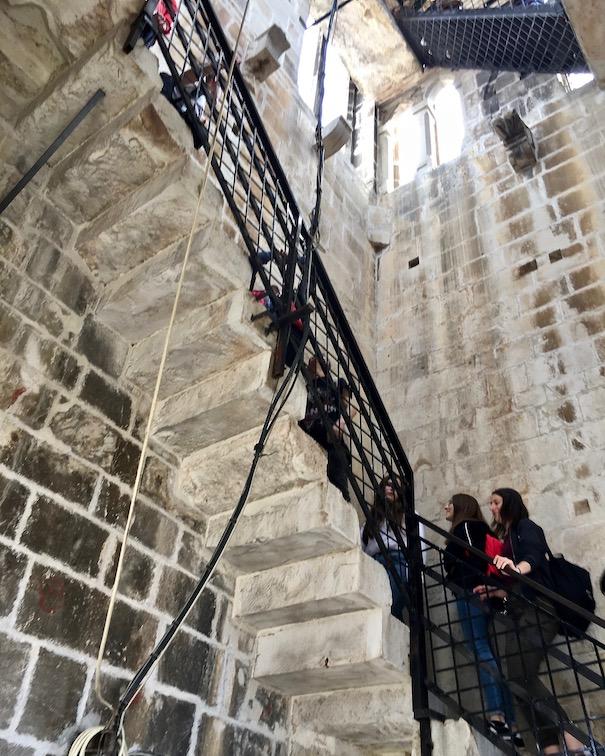 Trogir Kroatien Historische-Altstadt UNESCO-Weltkulturerbe Adriaküste Kroatien Aufstieg im Glockenturm Kathedrale Trogir Kroatien