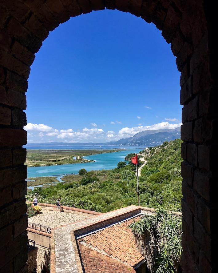Ausblick vom Kastel-Butrint auf den Kanal-Vivar und nach Korfu