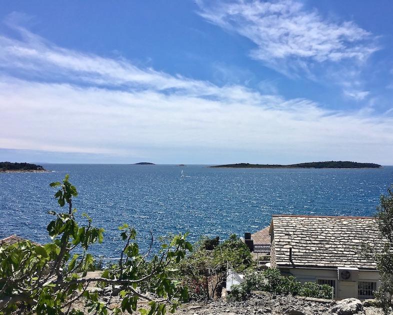 Primosten Historische-Altstadt Adriaküste Dalmatien Kroatien Badeinseln vor Primosten Kroatien