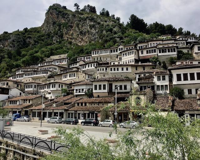 Berat Albanien UNESCO-Weltkulturerbe Albanien-Stadt-der-tausend-Fenster Albanien