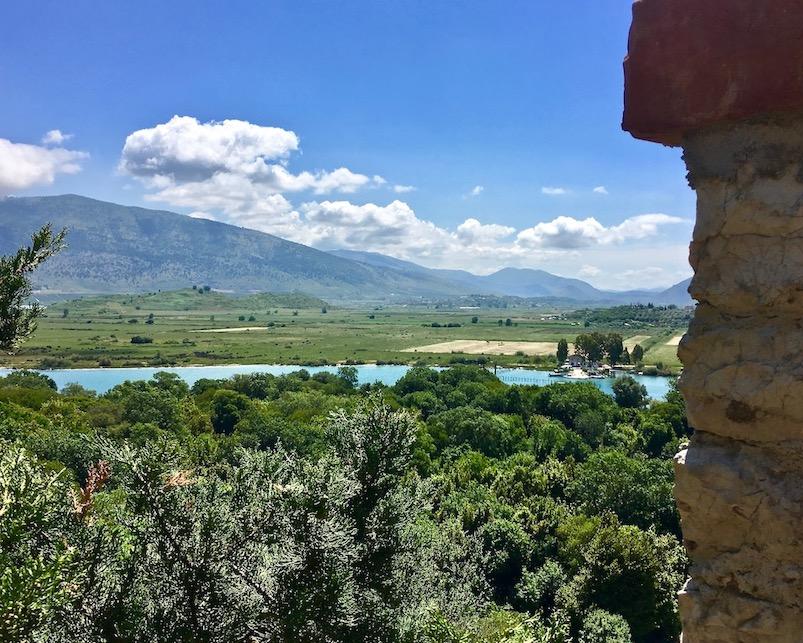 Blick vom Kastell in Butrint zur Fähre