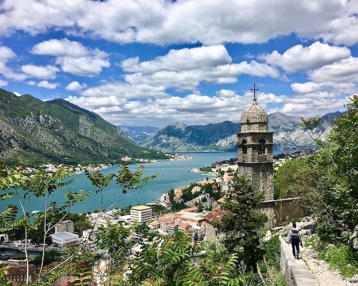 Blick von der Kirche der Muttergottes von der Gesundheit in Kotor auf die Bucht