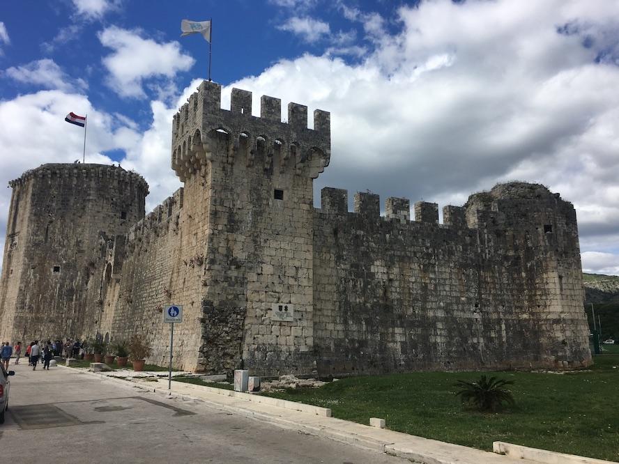 Trogir Kroatien Historische-Altstadt UNESCO-Weltkulturerbe Adriaküste Kroatien Burg Castle Kamerlengo in Trogir Kroatien