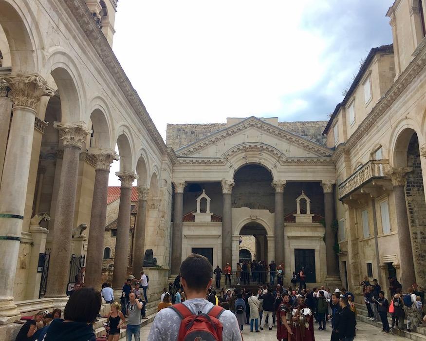 Split Historische-Altstadt UNESCO-Weltkulturerbe Adriaküste Dalmatien Kroatien Das Perestyl des Diocletianpalast in Split Kroatian