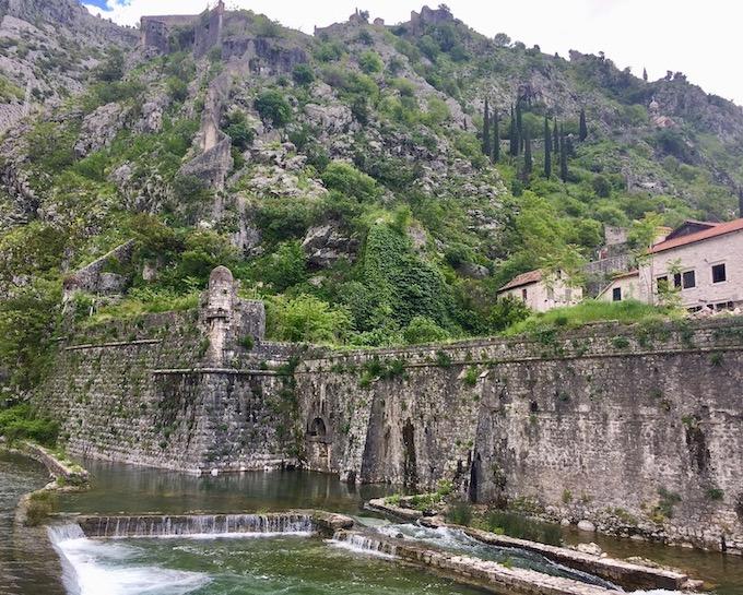 Die Bembo Bastion der Wehrmauer in Kotor Montenegro