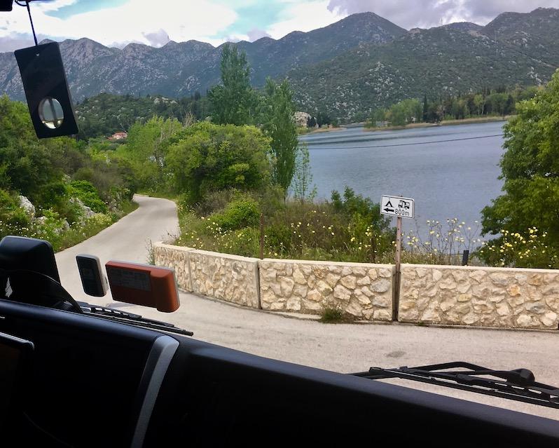 Einfahrt zu Stellplatz am Sladinac-See bei Bacina