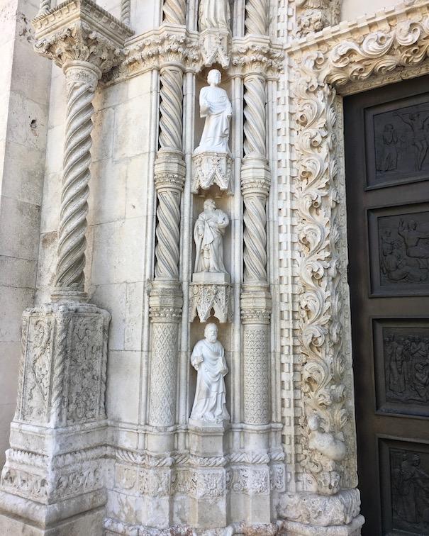 Sibenik Altstadt am Fluss Krka Adriaküste Kroatien UNESCO-Weltkulturerbe Eingangsportal in der Westfasade Kathedrale des Hl.Jakob in Sibenik Kroatien