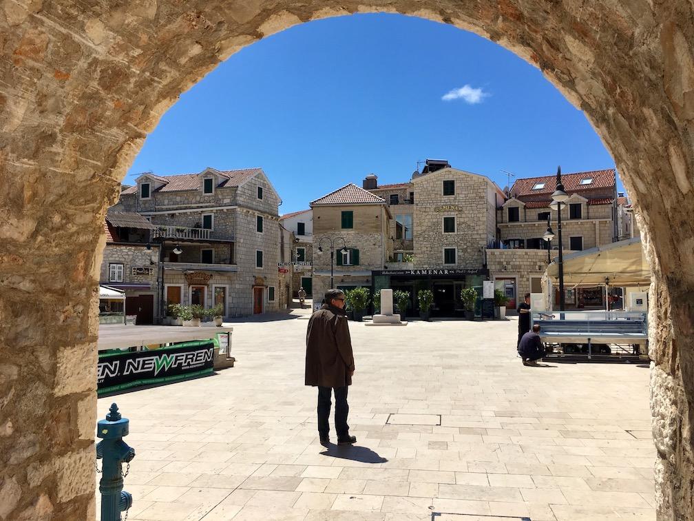 Primosten Historische-Altstadt Adriaküste Dalmatien Kroatien Eingangstor zur Altstadt von Primosten Kroatien