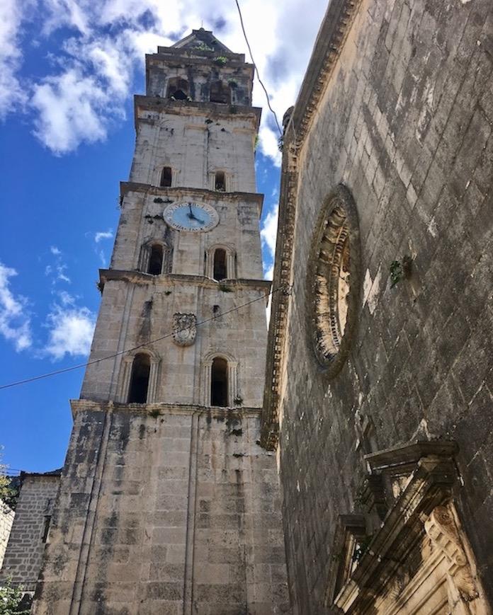 Glockenturm und Kirche des Hl.Nikola in Perast Kotor-Bucht Montenegro