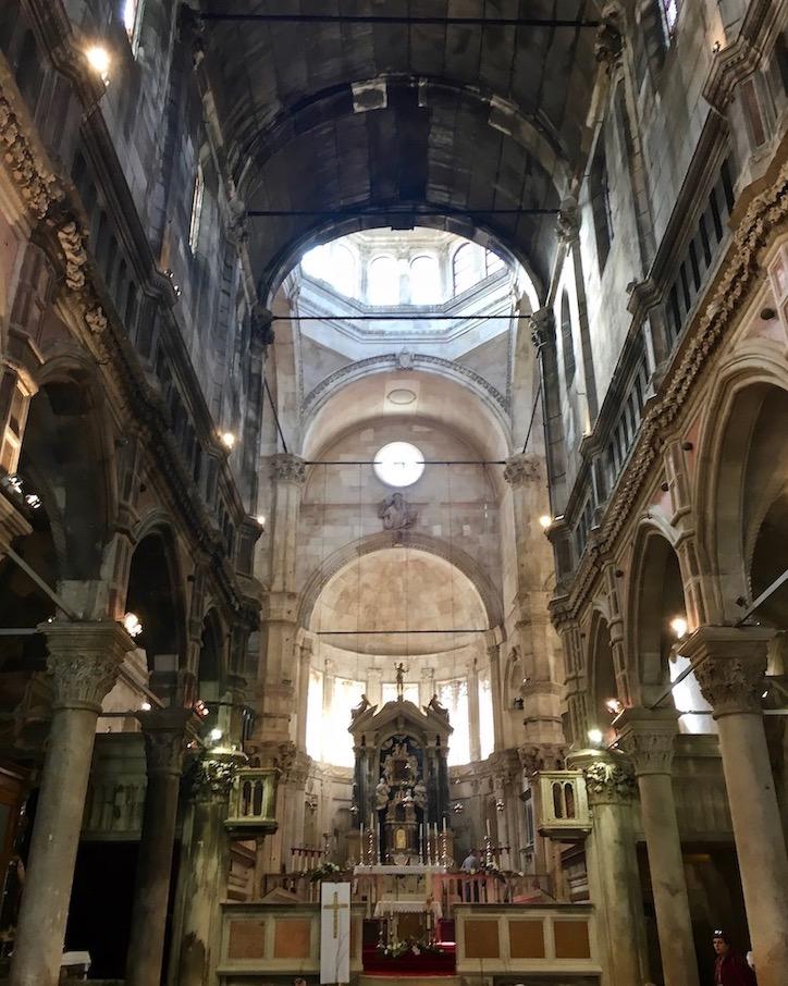 Sibenik Altstadt am Fluss Krka Adriaküste Kroatien UNESCO-Weltkulturerbe Innenraum der Kathedrale des Hl.Jakob in Sibenik Kroatien