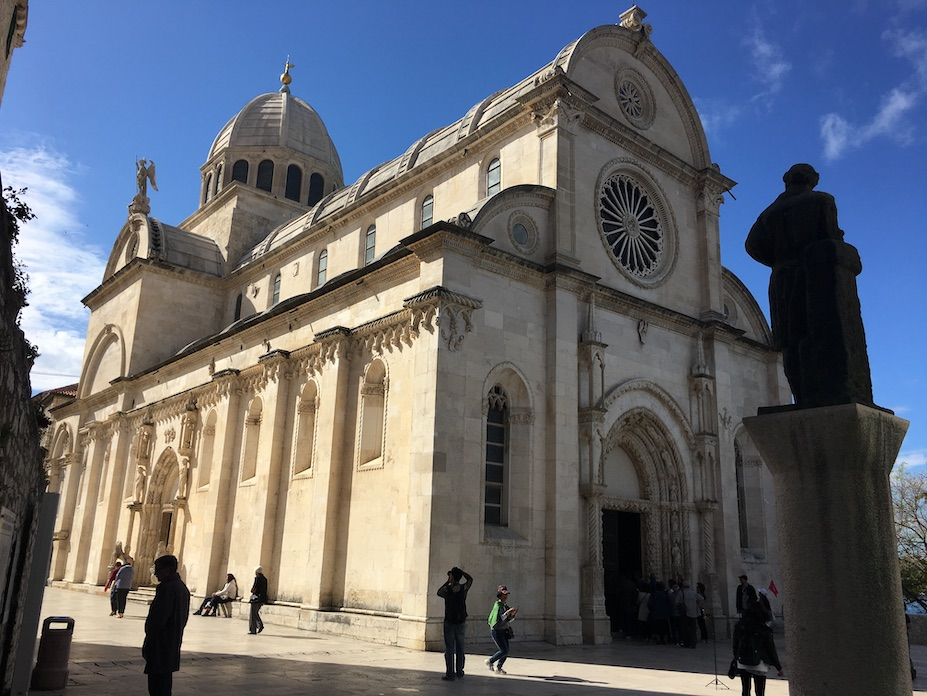 Sibenik Altstadt am Fluss Krka Adriaküste Kroatien UNESCO-Weltkulturerbe Kathedrale des Hl.Jakobus in Sibenik Kroatien