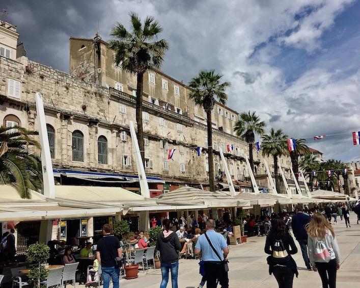 Split Historische-Altstadt UNESCO-Weltkulturerbe Adriaküste Dalmatien Kroatien Riva Promenade in Split Kroatien