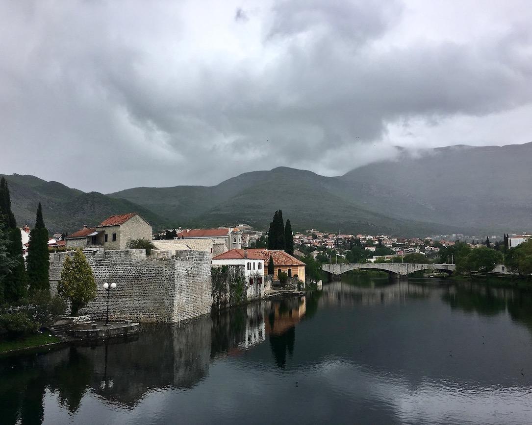 Stadtmauer Trebinje an der Trebisnjica Bosnien-Herzegowuna