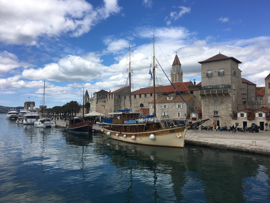 Trogir Kroatien Historische-Altstadt UNESCO-Weltkulturerbe Adriaküste Kroatien Stadtmauer von Trogir