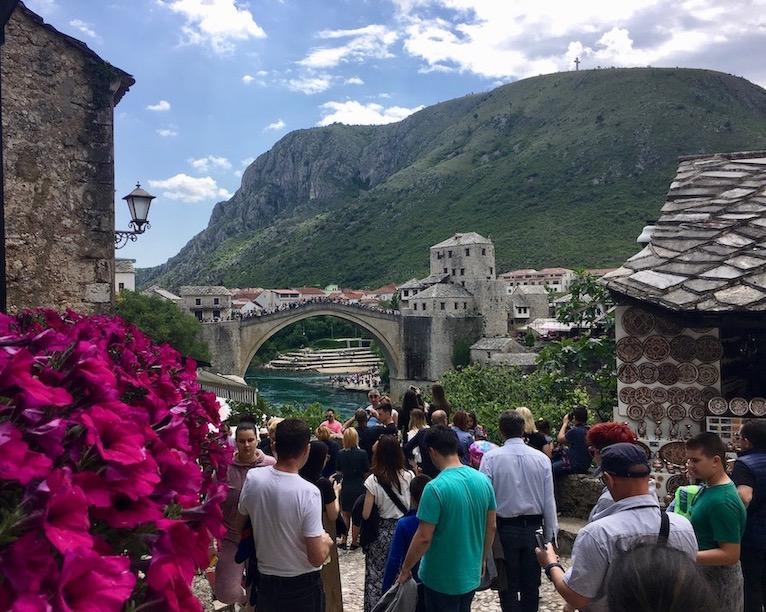 Stari most über die Neretva in Mostar Bosnien-Herzegowina