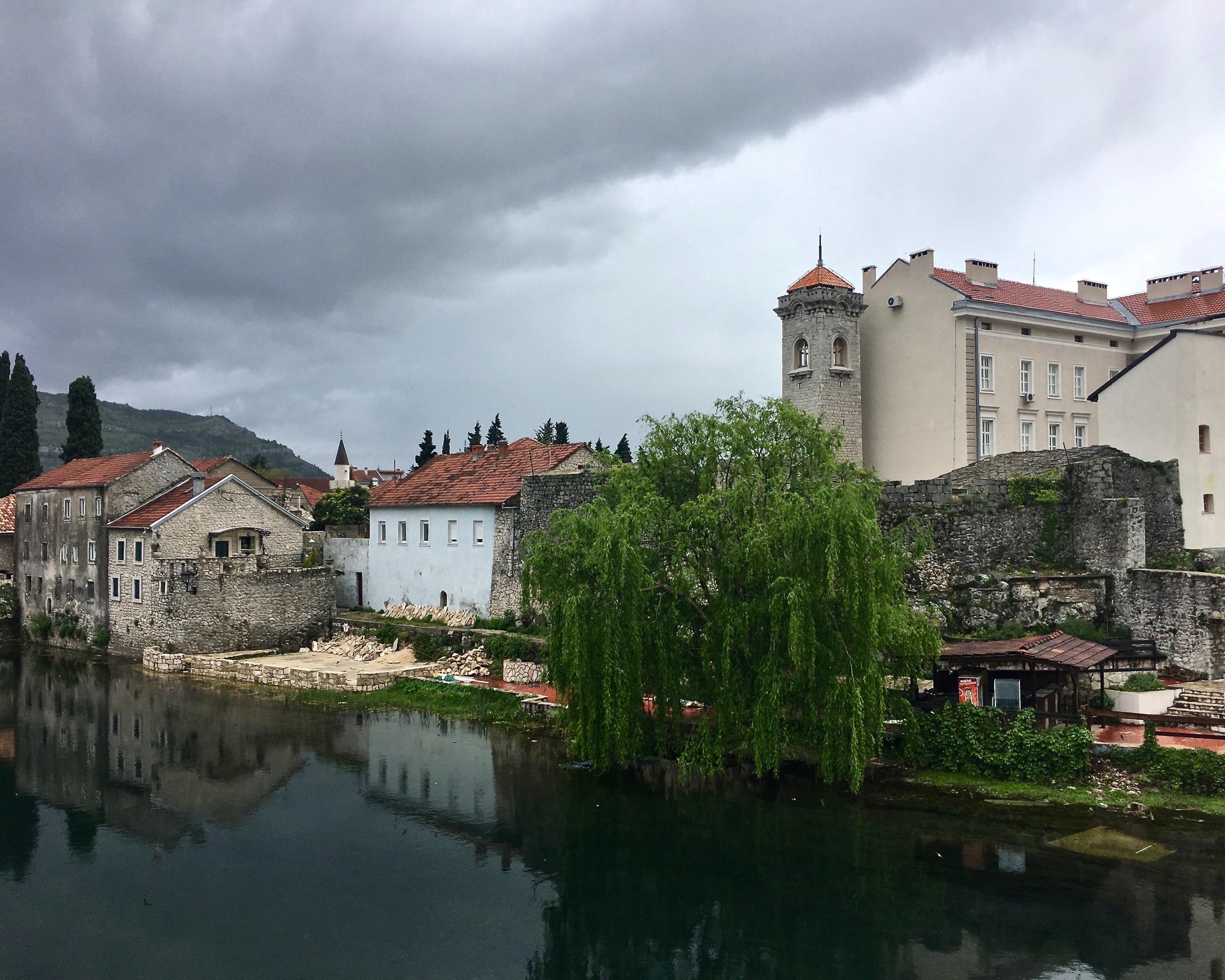 Trebinje Altstadt an der Trebisnjica in Bosnien-Herzegowina