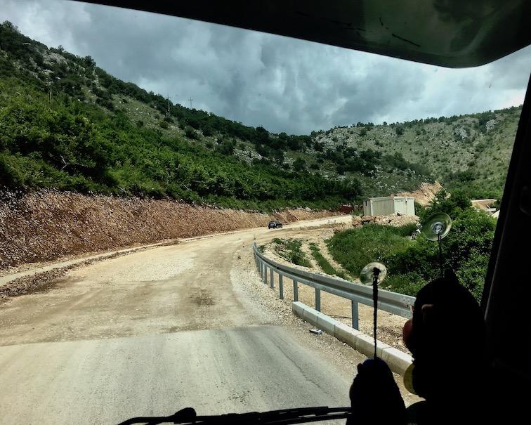 alte und neue Straße in Montenegro