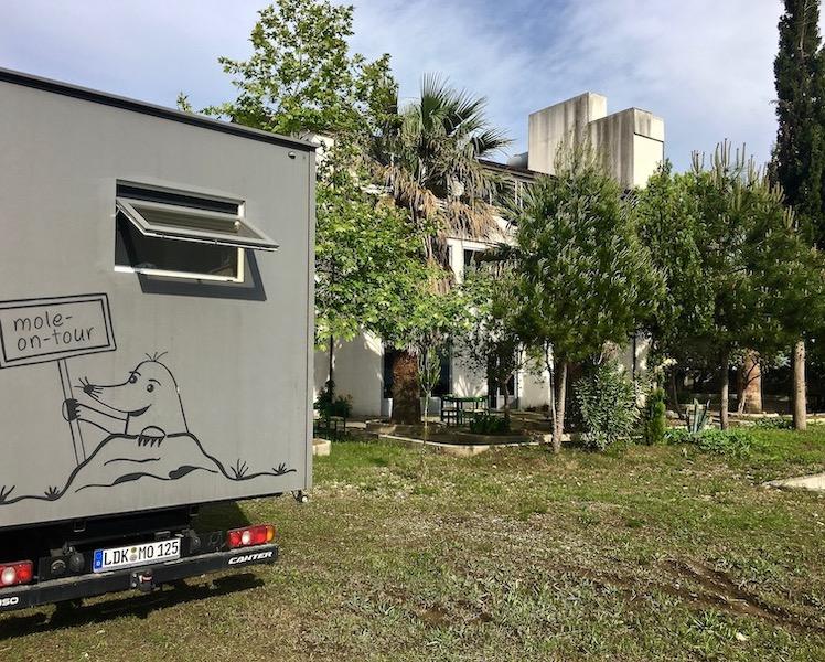 mole-on-tour Wohnmobile-Stellplatz am Restoran Arti-Gatimit auf der Laguna-e-Patokut Albanien