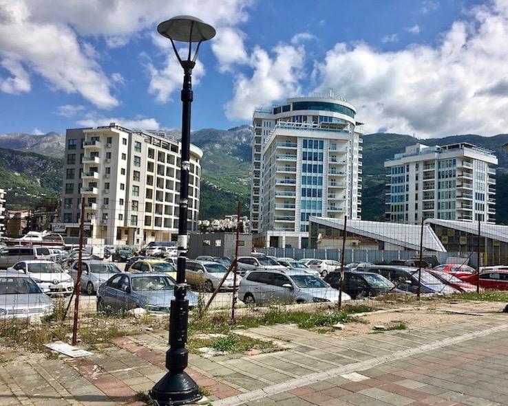 parken auf Baulücke in Budva Montenegro