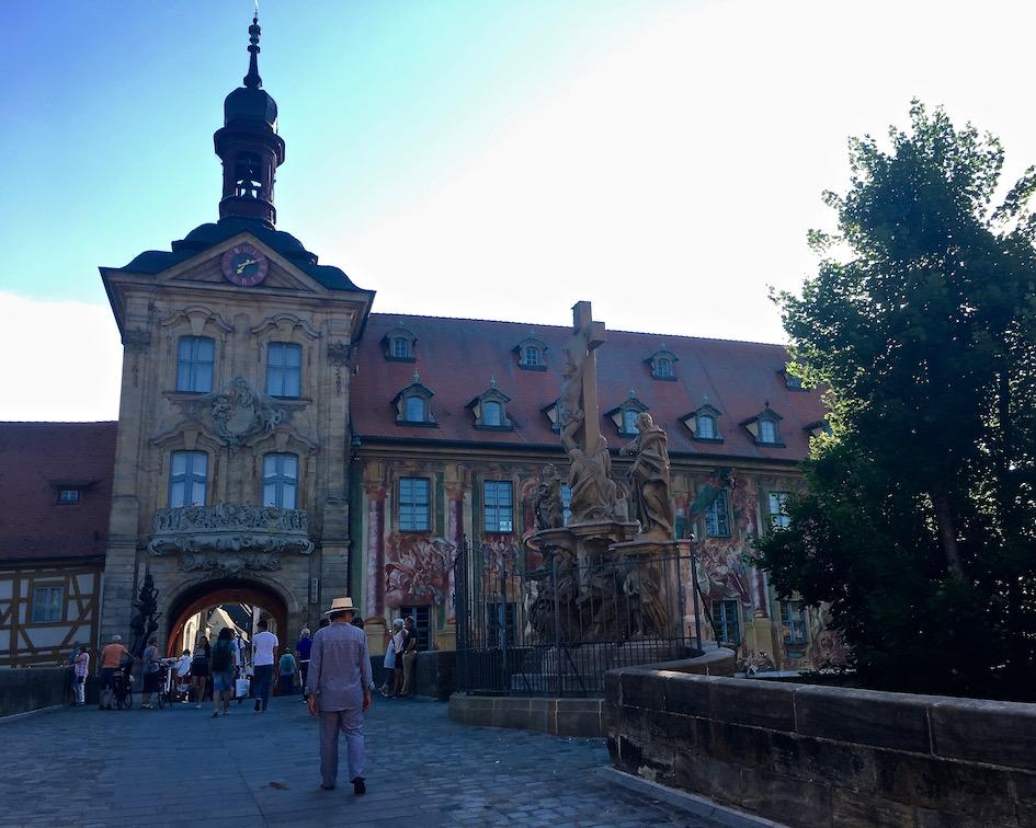 Bamberg Altstadt UNESCO-Weltkulturerbe Altes Rathaus Fasadenmalerei Altes Rathaus über der Pegnitz Bamberg Deutschland