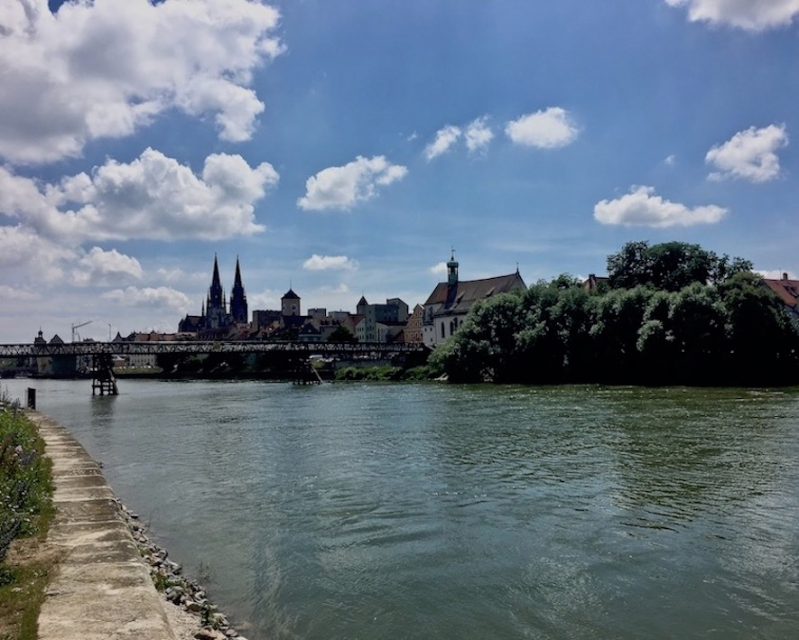 Altstadt-Panorama Regensburg Deutschland Regensburg  Regensburger Dom Steinerne Bogenbrücke