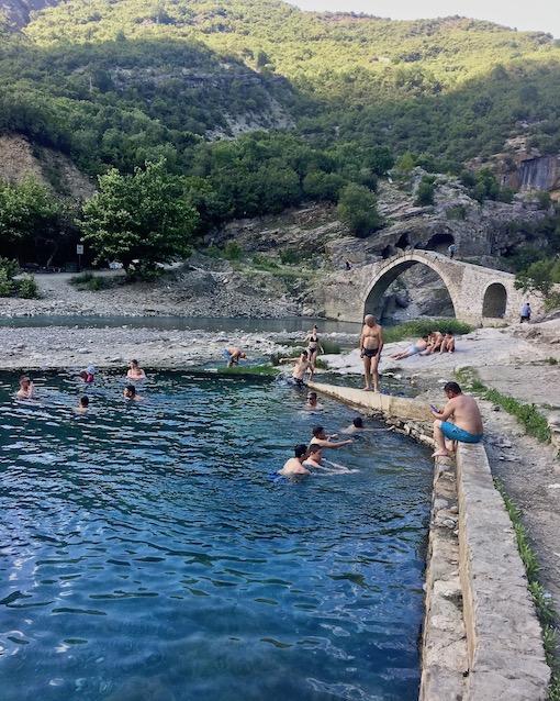 Benja Heiße-Quellen Thermal Baths Permet Lengarica Albanien Badekolken bei Benja Albanien