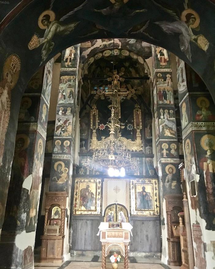 Gracanica Kosovo Kloster Gracanica Monastery Fresken in der Kreuzkuppelkirche UNESCO-Weltkulturerbe Blick auf den Altar der Klosterkirche Gracanica