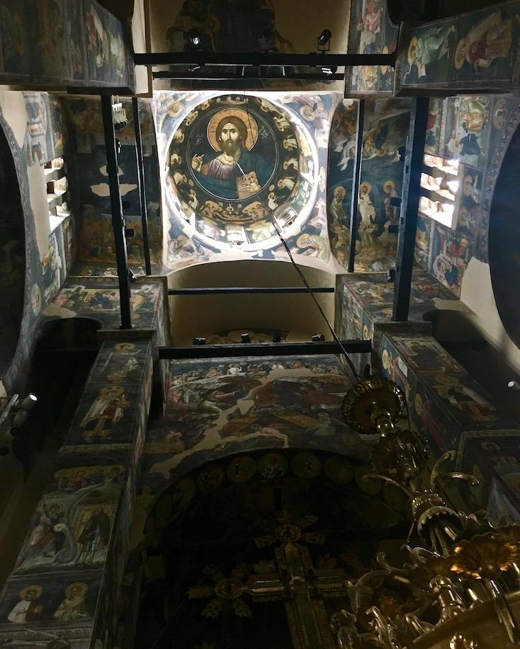 Gracanica Kosovo Kloster Gracanica Monastery Fresken in der Kreuzkuppelkirche UNESCO-Weltkulturerbe Blick in die Kuppel der Klosterkirche Gracanica Kosovo