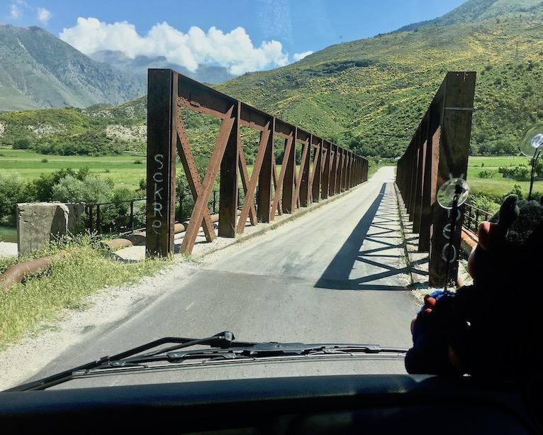 Brücke über den Drinos vor Tepelene Albanien