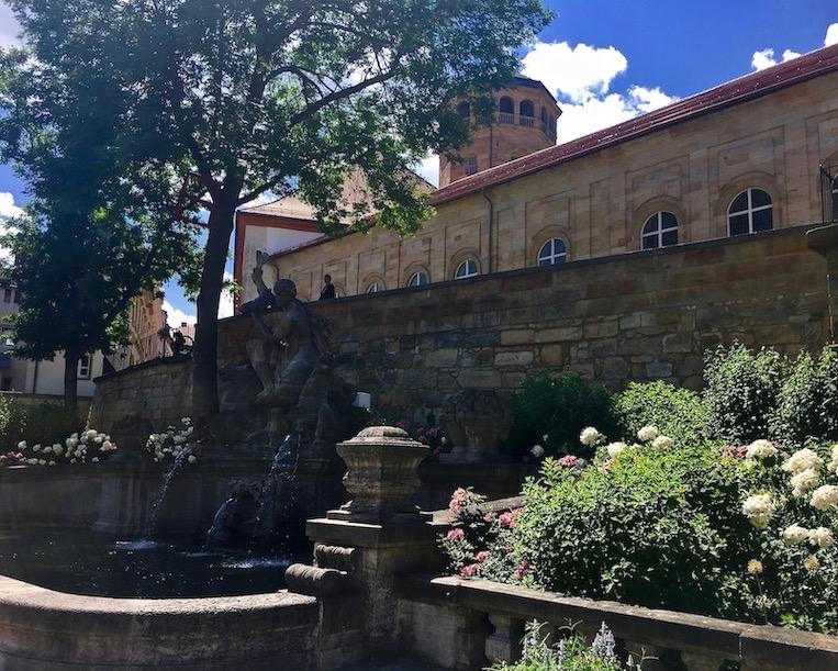 Brunnen am Schlossberglein vor dem Alten-Schloss Bayreuth Stadt Bayreuth Altstadt UNESCO-Weltkulturerbe Markgräfliches Opernhaus Deutschland