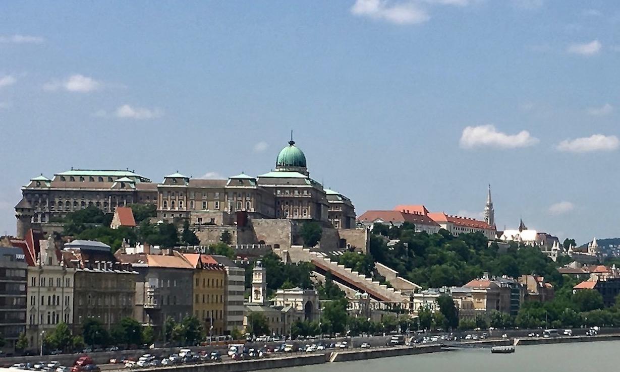 Burgpalast von der Donau Budapest Ungarn