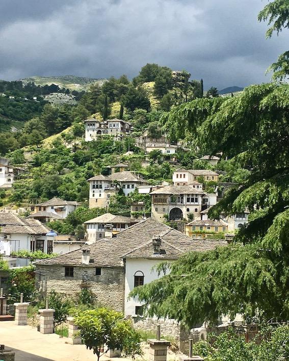 Gjirokastra UNESCO-Weltkulturerbe  Burg Zitadelle in Albanien Die Alte Stadt Gjirokaster Albanien