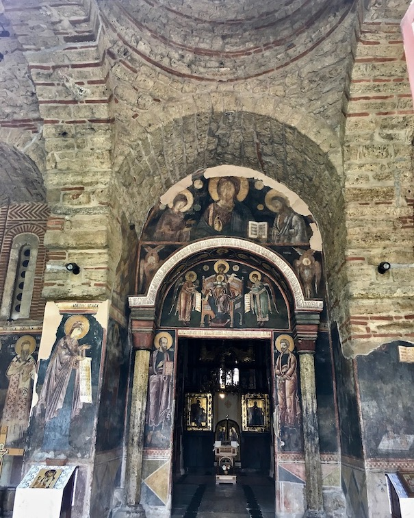 Gracanica Kosovo Kloster Gracanica Monastery Kreuzkuppelkirche UNESCO-Weltkulturerbe Eingang in die Kirche Kloster Gracanica Kosovo
