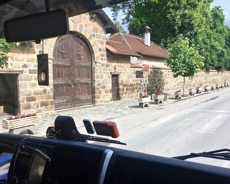 Eingang zum Kloster Gracanica Kosovo Weltkulturerbe