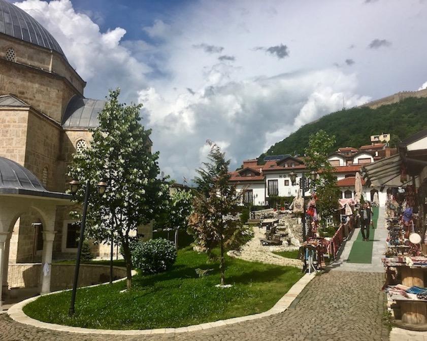Innenhof der Sinan-Pascha-Moschee in Prizren Kosovo