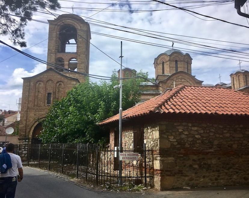Prizren Kosovo alte Steinbrücke über Fluss Bistrica Moschee Sinan-Pascha Muttergottes Kathedrale Ljeviska in Prizren Kosovo