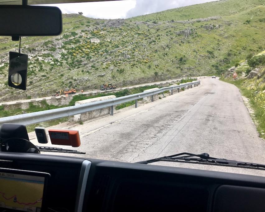 SH99 auf dem Weg ins Tal von Gjirokaster