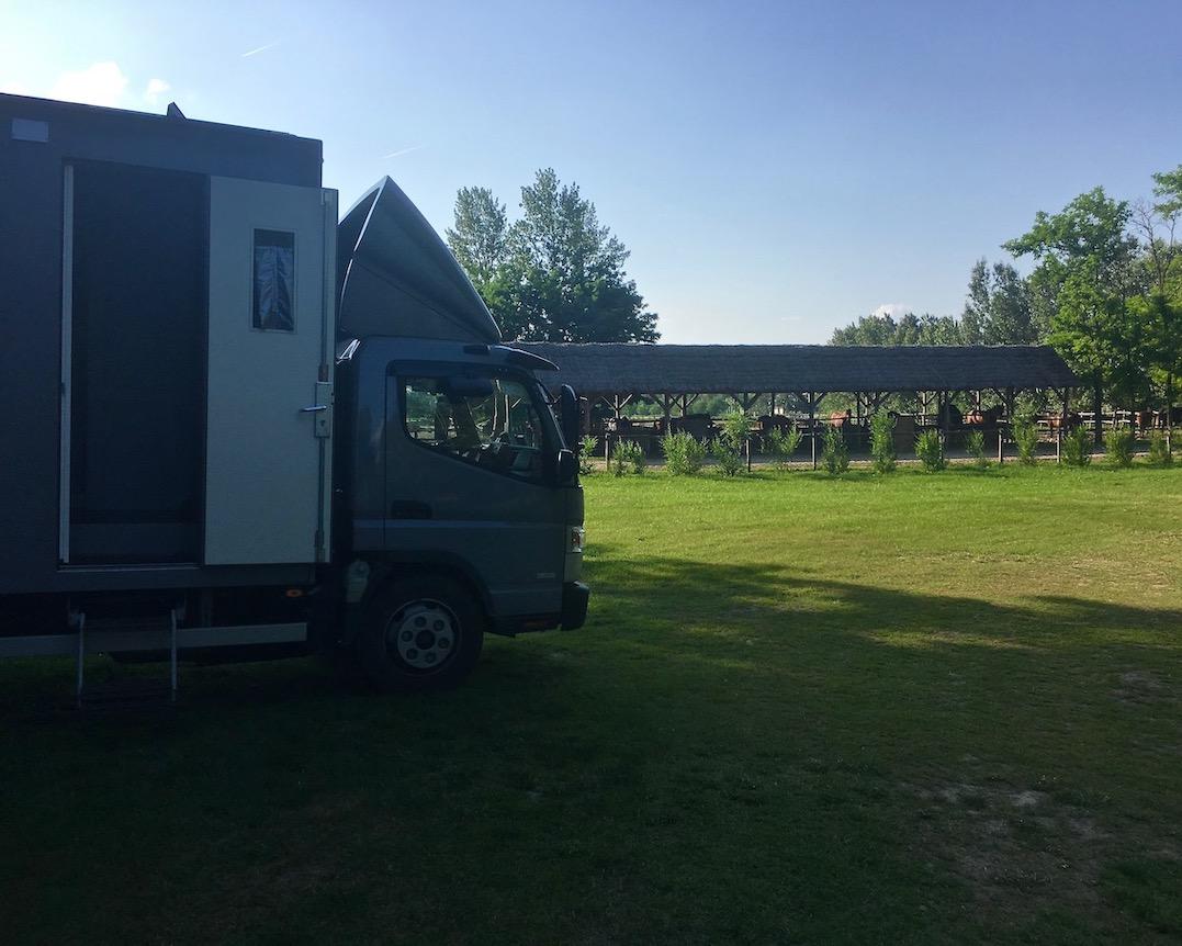 auf dem Wohnmobile-Stellplatz Üj Tanyacsarda in Felsölajos Ungarn