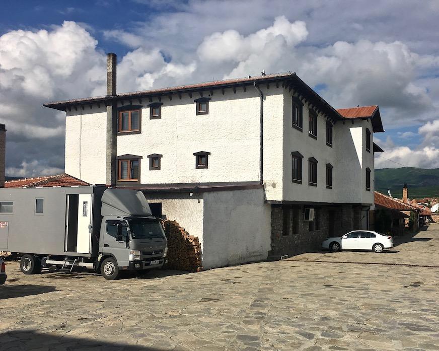 mole-on-tour Wohnmobile-Stellplatz beim Restoran Etno House in Gracanica Kosovo