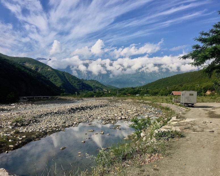 Benja Heiße-Quellen Thermal Baths Permet Lengarica Albanien mole-on-tour in Benja Albanien