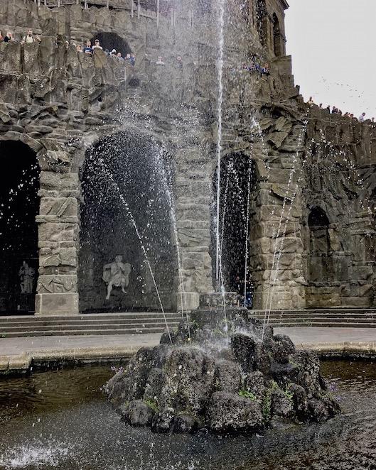 Artischockenbecken mit Pan-Figur Wasserspiele Bergpark Wilhelmshöhe Kassel