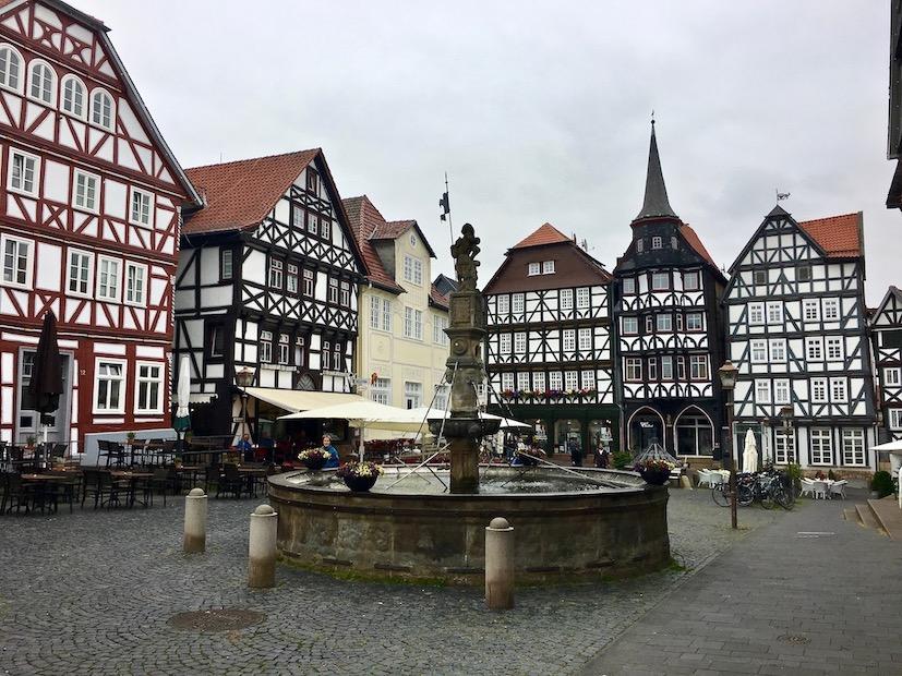 Fritzlar Deutschland Marktplatz mit Rolandsbrunnen