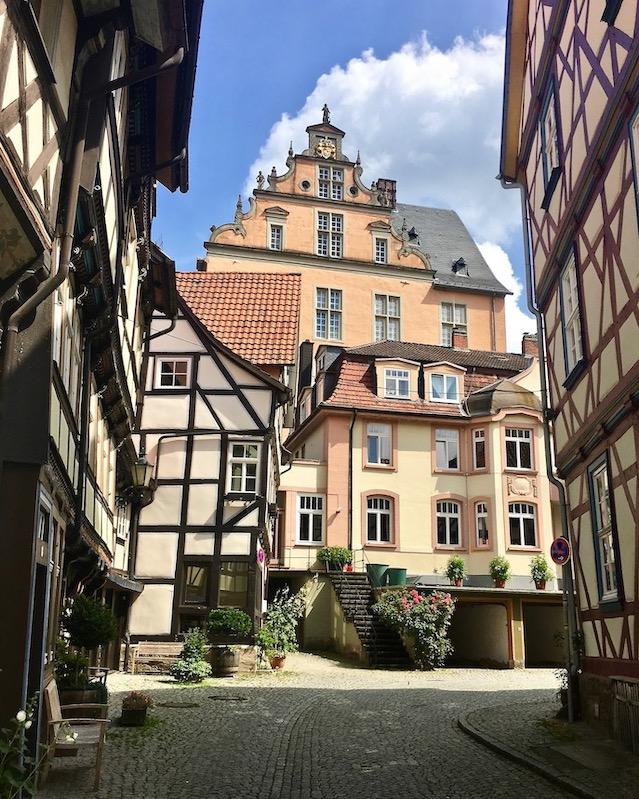 Hann.Münden Deutschland Fachwerkhäuser mit Blick auf Welfenschloss